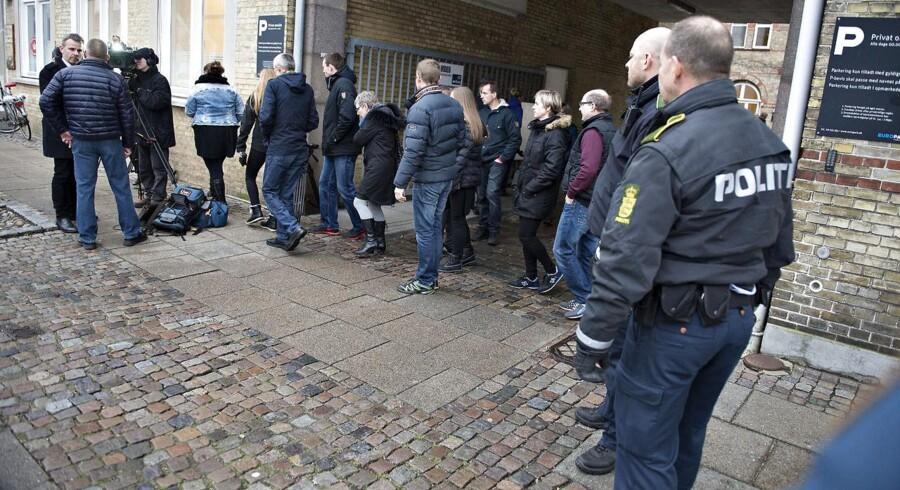 Der blev onsdag d. 28 januar 2015 eftermiddag afsagt dom i sagen mod opholdsstedet Solhaven ved Retten i Aalborg. Her forlader tilhørere retten hvor politiet holdt vagt.