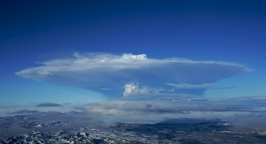 Askeskyen, der først rejste sig til 20 kilometers højde, blev i går reduceret til en højde af kun fem km.