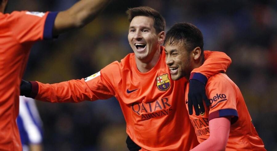 Lionel Messi fejrer en scoring sammen med holdkammeraten Neymar.