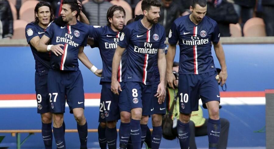 PSG-spillerne jubler efter en af holdets fire scoringer mod Evian.