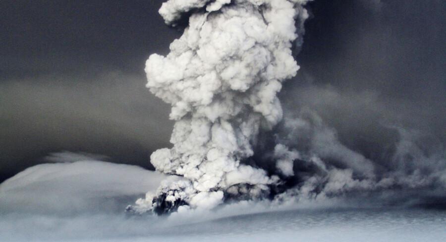 Røg og aske rejser sig fra Grimsvötn.