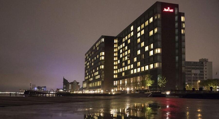 Hotel Marriott på Kalvebod Brygge blev i nat evakueret, da man frygtede indholdet i en parkeret bil. Nu er bilens ejer sigtet. For indbrud!