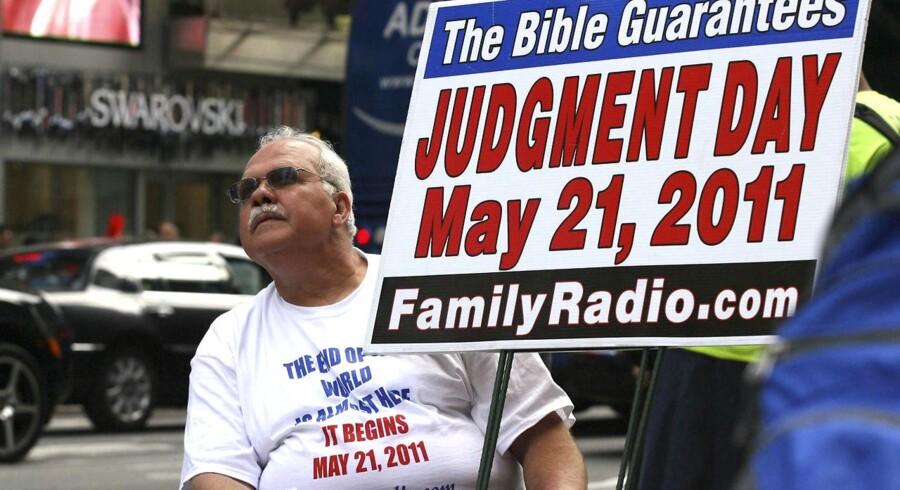 En dommedagstilhænger demonstrerer på Times Square i New York et par dage inden dommedagsfuseren.
