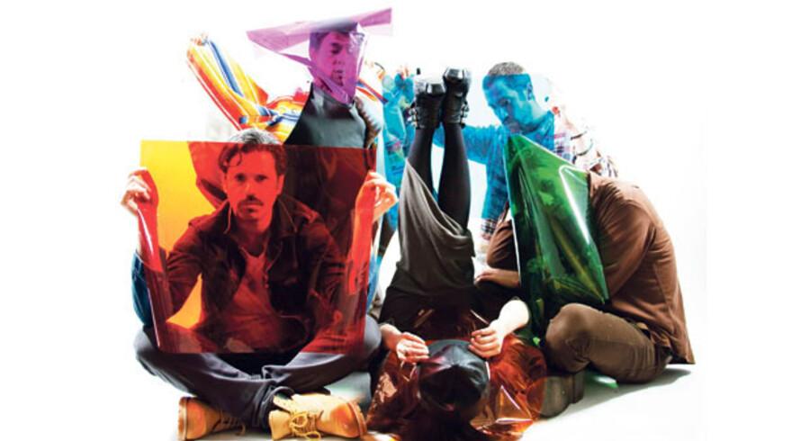 Indisk pop, kinesisk folkemusik, r&b, dream pop og psykedelia væves sømløst sammen på »Eye Contact«.