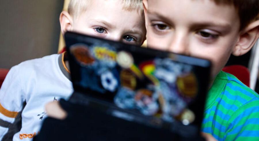 Nintendo DS er også et kommunikationsredskab, da børnene skriver, tegner og tager billeder med den, som de efterfølgende sender til hinanden. Det centrale er, at en Nintendo DS bliver til mange ting, når den er en del af en børneflok. Men det kræver erfaringer og viden at kunne bruge sådan et produkt.