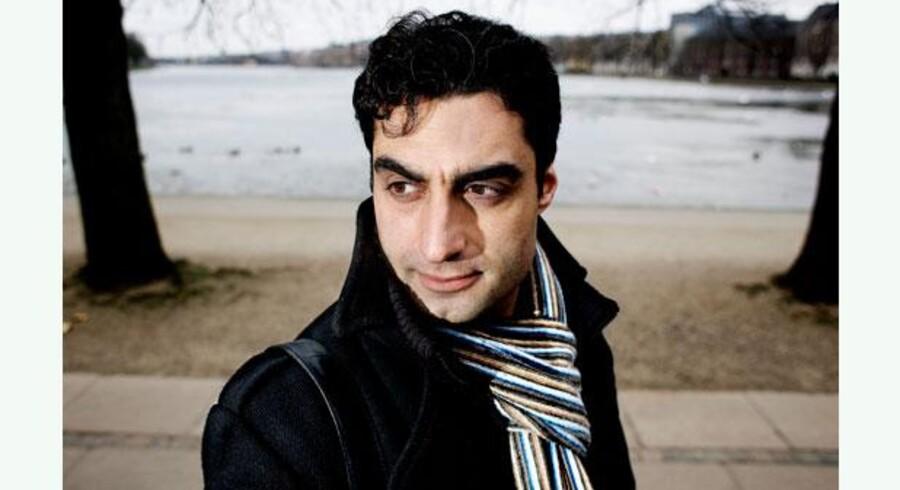 Det er sigende, at skuespilleren og debattøren – og flygtningen – Farshad Kholghi fejrer sin 40-års dag med at lave politisk satire. Foto