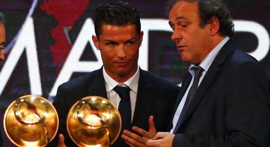 En gruppe Christiano Ronaldo-fans er så utilfredse med Michel Platini, at de for nylig affyrede 61 fodbolde mod præsidentens bopæl.