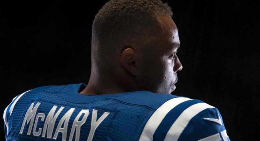 Josh McNary med nr. 57 på spillertrøjen fra Indianapolis Colts.