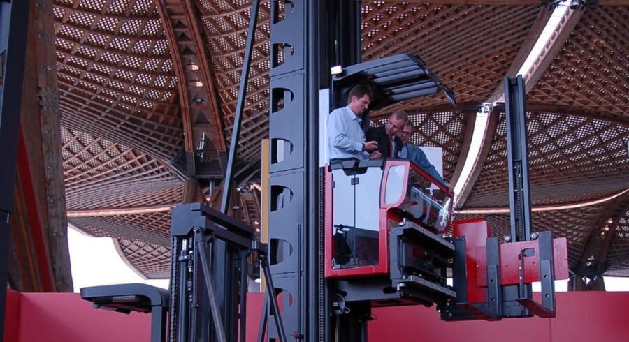 Cemat-messen trækker altid tusindvis af besøgende. Her fra den seneste messe i 2008, hvor der var mulighed for at komme til tops i en af producenten Lindes nye maskiner.