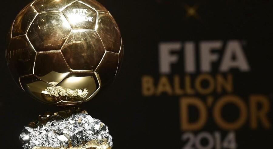 Ballon d'Or trofæet som gives til verdens bedste træner samt kvindelige og mandlige fodboldspiller.Klik videre og se de nominerede: