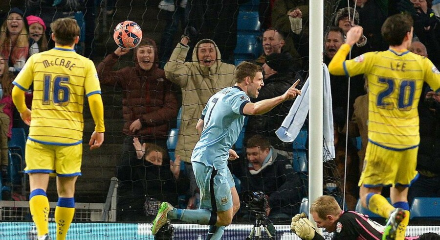 James Milner blev matchvinder, da han med to scoringer slog Sheffiend Wednesday ud af FA Cup'en.