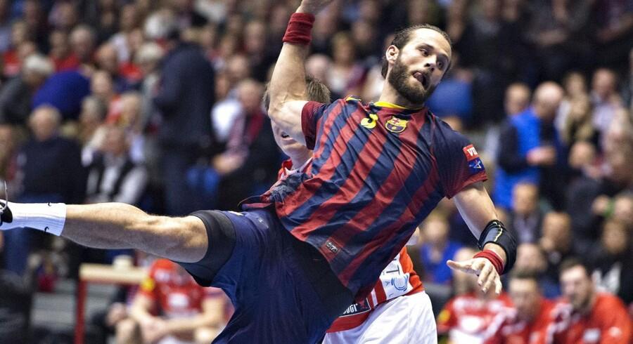Jesper Nøddesbo, der til daglig spiller i den spanske klub FC Barcelona, deltog på grund af sin kones fødsel af parrets barn nummer to ikke i VM-landsholdets træningspas fredag formiddag i Vibyhallen ved Aarhus.