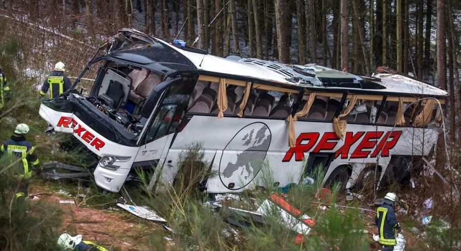 Fire personer er dræbt og flere kvæstet i en busulykke i Hessen i Tyskland.