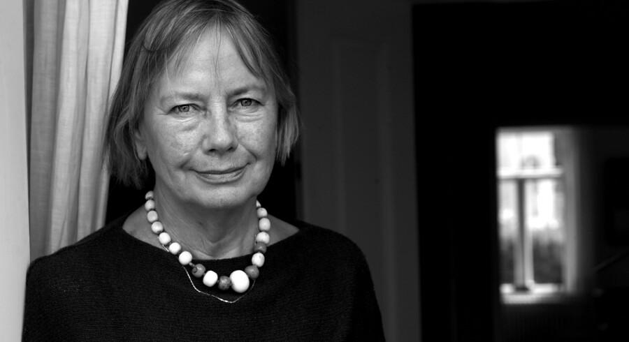 Forfatter, socialrådgiver og tidligere radiovært Tine Bryld er død efter længere tids sygdom. Hun døde natten til torsdag. Tine Bryld blev født på Frederiksberg den 18. december 1939. Hun blev 71 år gammel.