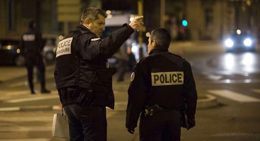 11 blev kvæstet, efter en bilist med fuldt overlæg kørte ind i dem i den franske by Dijon.