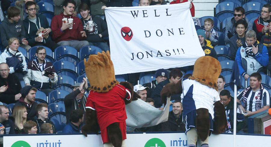 Newcastle-fans med et opmuntrende banner til Jonas Gutierrez