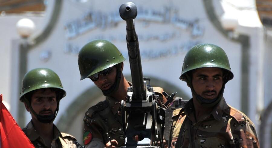 Soldater i Yemen står klar til eventuelle sammenstød mellem demonstranter, der henholdsvis støtter eller er imod den autoritære præsident, Abdullah Ali Saleh. - Arkivfoto.