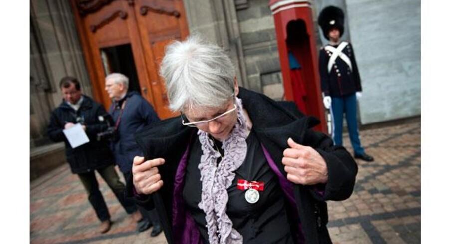 Else-Grethe Gøttrup minutter inden hun træder ind på Christiansborg for at takke Dronningen for sin fortjenstmedalje. Foto