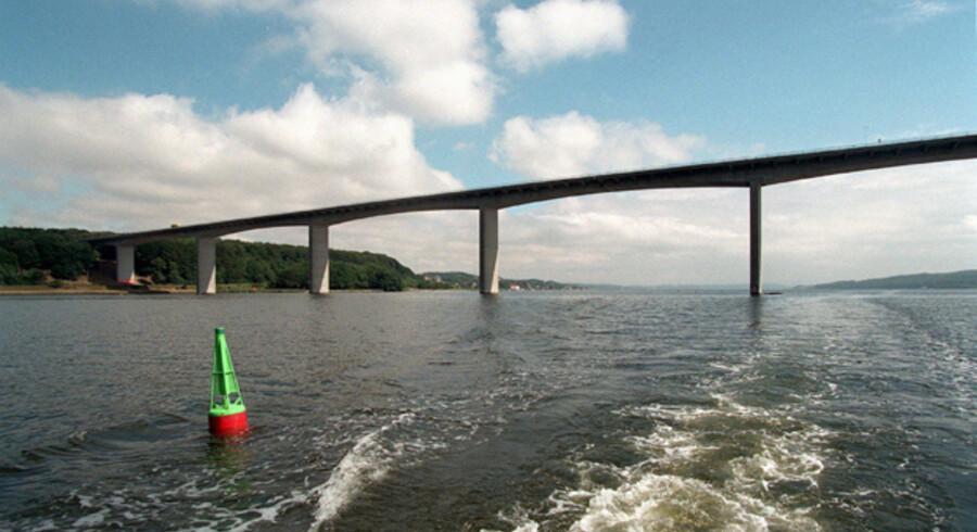 Køn er den, Vejlefjordbroen. Men også en trafikal flaskehals.