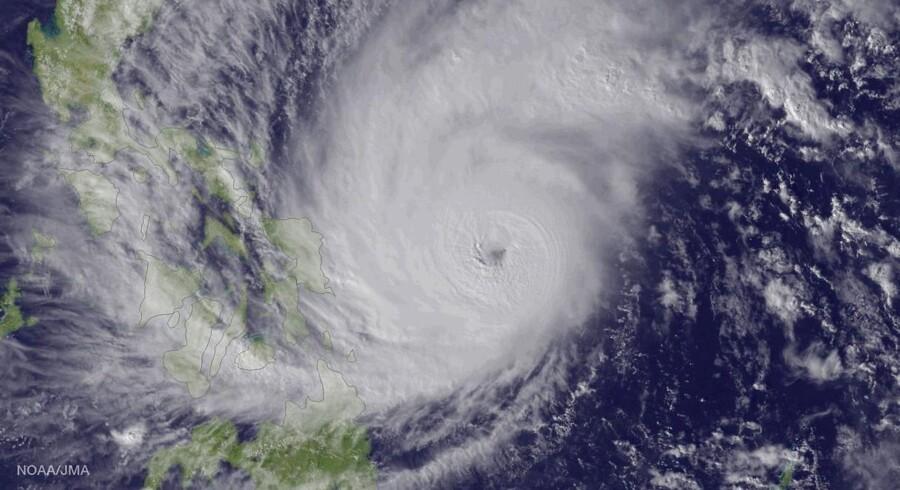 Tyfonen Hagupit går lørdag i land i Filippinerne.