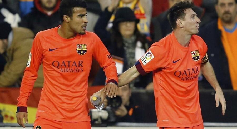 Lionel Messi blandt ramt i hovedet af en flaske i kampens overtid.