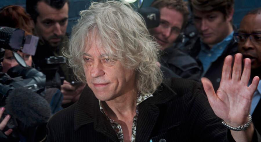 Både afrikanerne og englænderne vil gerne være frie for Bod Geldorf og hans nye »ebolaversion« af firserhittet »Do They Know It's Christmas?«