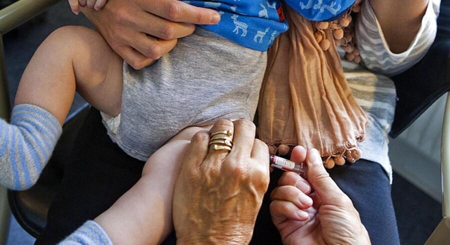 ARKIVFOTO. 3 måneders vaccination hos praktiserende læge.