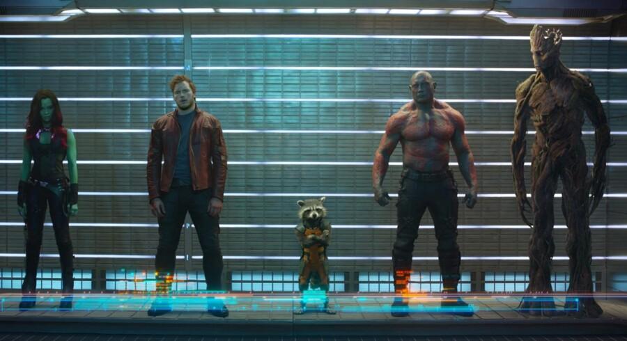 6. bedst: »Guardians of the Galaxy«Den selvironiske superheltefilme om en samling umage helte blev mødt af positive reaktioner fra både anmeldere og fans. En så gennemtrasket genre som superheltegenren burde ikke kunne overraske længere - men det formår »Guardians of the Galaxy« alligevel.Læs Berlingskes anmeldelse her: Balancen mellem action og humor