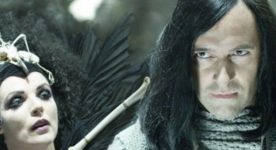 Loke - alias Martin Brygmann - med endnu en skidt type, dronning Hel i dødsriget.<br>Foto:Thomas Marott/TV 2