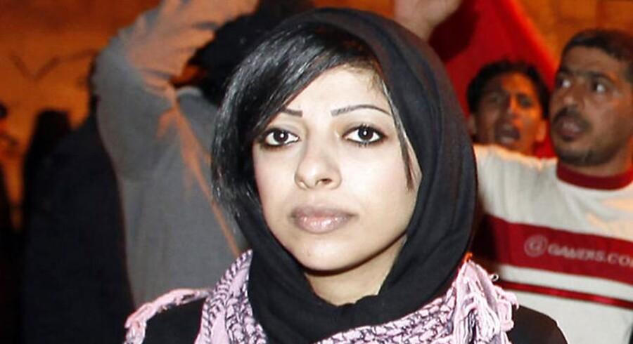 Zainab al-Khawaja, datter af menneskerettighedsaktivisten Abdulhadi al-Khawaja er idømt tre års fængsel for at rive et billede af bahrains konge i stykker.