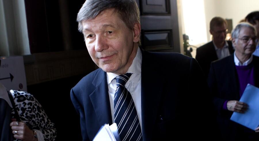 Ministeren sætter Københavns Universitet under skærpet tilsyn, efter rektor Ralf Hemmingsen af universitets bestyrelse blev frikendt for at have begået nepotisme i Penkowa-sagen.