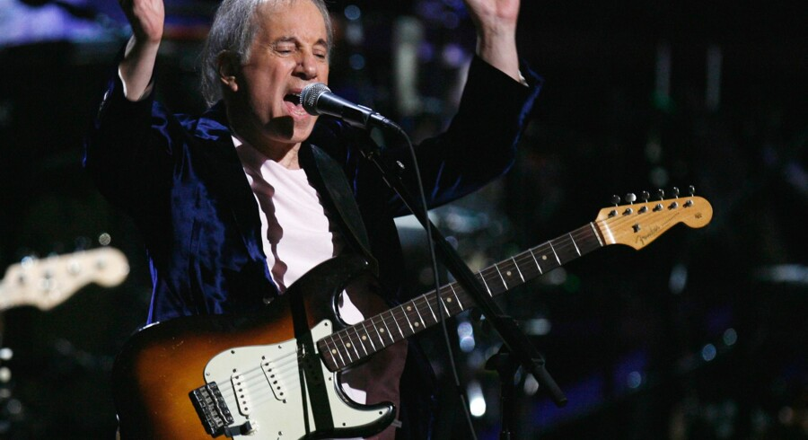 Paul Simon performs during one of two 25th Anniversary Rock & Roll Hall of Fame concerts in New York October 29, 2009. REUTERS/Lucas Jackson (UNITED STATES ENTERTAINMENT)