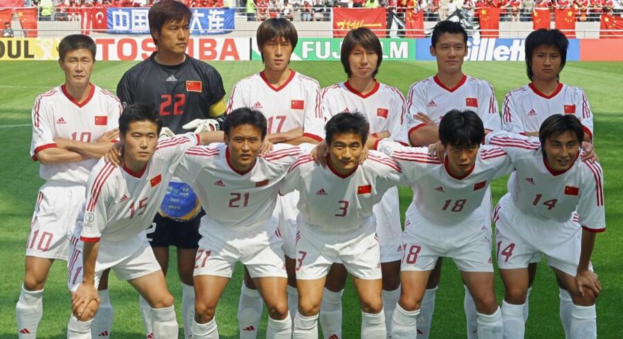 Kina har kun deltaget i et VM i fodbold. Det var i 2002 i Sydkorea og Japan. Landsholdet her tabte alle deres kampe og scorede ikke et eneste mål. Arkivfoto: Robyn Beck