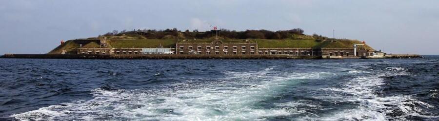 Ved indsejlingen til København ligger en ø, og hvis du ligger inde med 16,5 mio. kroner, kan den blive din.
