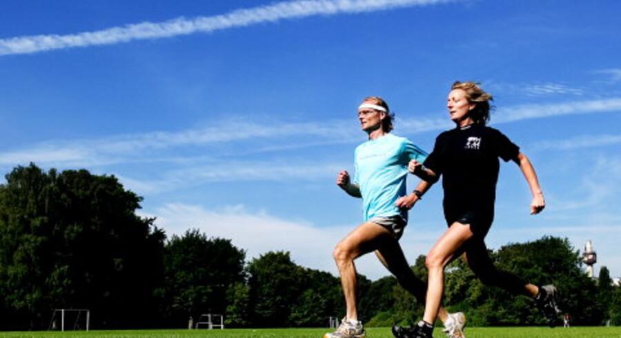 Henrik Jørgensen, der har ført læserne gennem sommerens løbeskole, og livsstilsredaktør Nina Rølle pudser stilen af til FriLøbet søndag, hvor mere end 2.500 løbere vil præge bybilledet i København. Foto: Nanna Kreutzmann