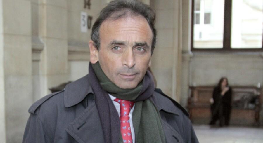 17.000 franskmænd køber hver dag Eric Zemmours bog, »Det franske selvmord«, hvori han angriber alt fra venstreorienterede til muslimer og bøsser. Zemmour selv er af jødisk-berbisk afstamning.