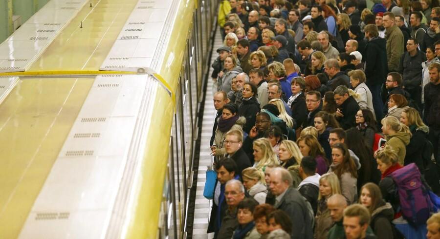 Da de tyske lokoførere annoncerede en strejke tidligere på ugen, kogte nettet over af kritik og had. I weekenden skal hundredtusindvis af tyskere med tog til Berlin og rundt i hovedstaden for at fejre Murens fald.