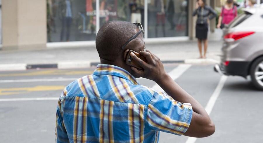 Navnlig i landene syd for Sahara i Afrika vil adgangen til Internet fra mobiltelefoner og andet mobilt udstyr vokse betragteligt i de kommende år. Arkivfoto: Iris/Scanpix