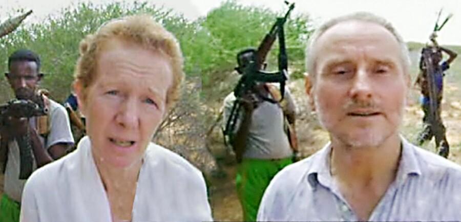 På en tv-optagelse tryglede det britiske ægtepar Paul og Rachel Chandler om, at der blev udbetalt løsesum, mens somaliske pirater truede med geværer i baggrunden.