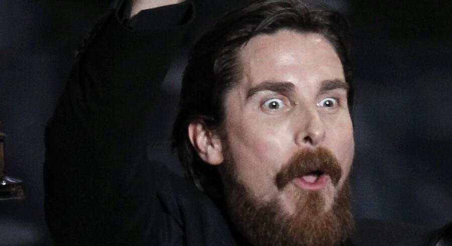 """Christian Bale jubler over sin Oscar, han fik for bedste mandlige birolle i filmen """"The Fighter"""""""