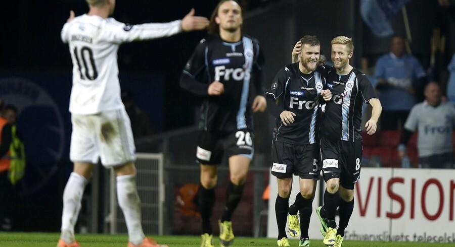 SønderjyskEs Niels Lodberg fejrer sit mål til 1-1 og jubler sammen med Henrik H Hansen.