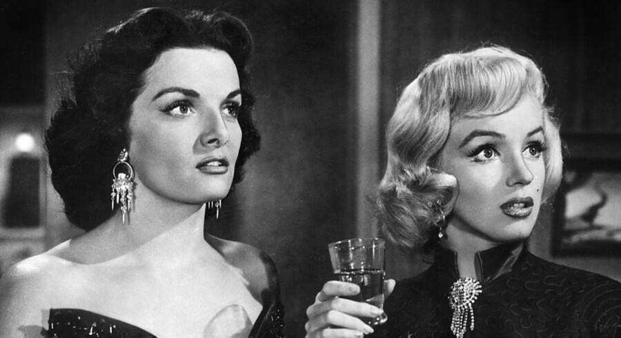 Jane Russell med Marilyn Monroe i filmen 'Gentlemen foretrækker blondiner' i 1953.