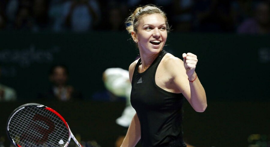 Simona Halep fejrer sin sejr over Agnieszka Radwanska