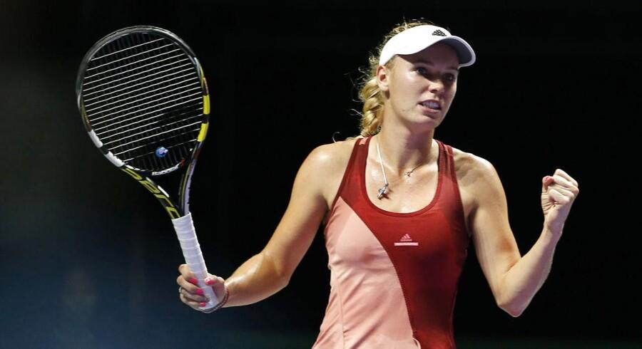Caroline Wozniacki er meget tæt på semifinalerne i Singapore.