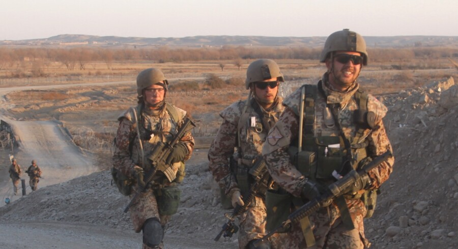 Hele Charlie-kompagniet gennemførte vandringen på de fem kilometer mellem de tre baser i Patrol Base Line fire gange. To soldater har tidligere mistet livet på vejstrækningen, der indtil for et par måneder siden var en af verdens farligste strækninger.