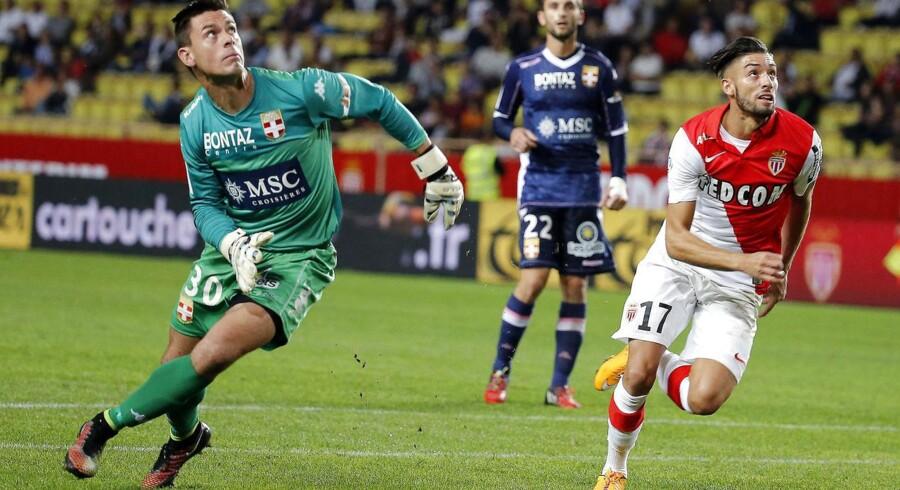 Jesper Hansen får her slet ikke fat i den bold, han virkede så sikker på, og Monacos Yannick Ferreira Carrasco kan nemt sætte 2-0-målet ind.