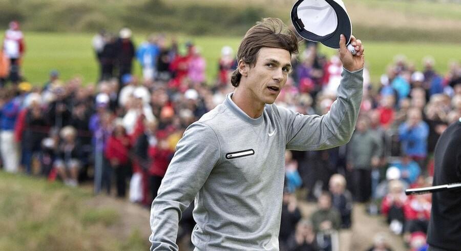 Thorbjørn Olesen lykkelig efter turneringssejr, der sikrer ham milliongivinst.