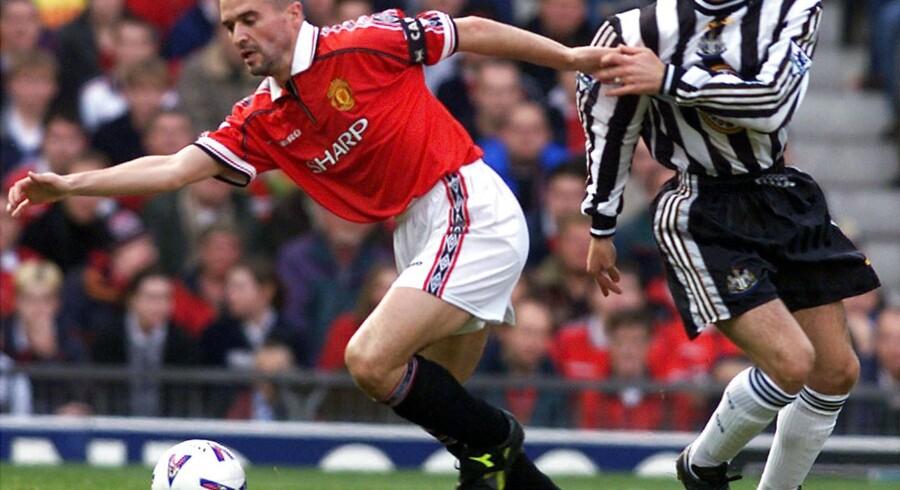 Manchester Uniteds Roy Keane i en kamp mod Newcastle i 1998. Samme år som han tildelte Peter Schmeichel et blåt øje.
