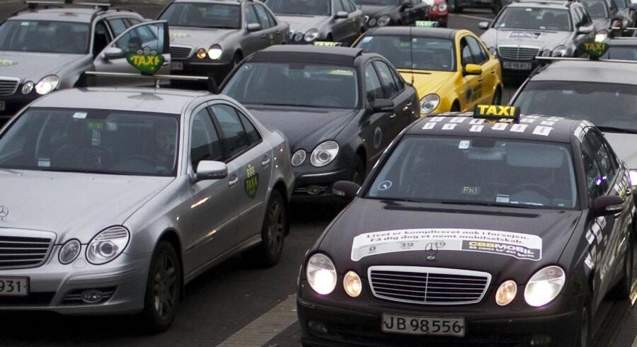 Taxiholdeplads ved lufthavnen. Arkivfoto