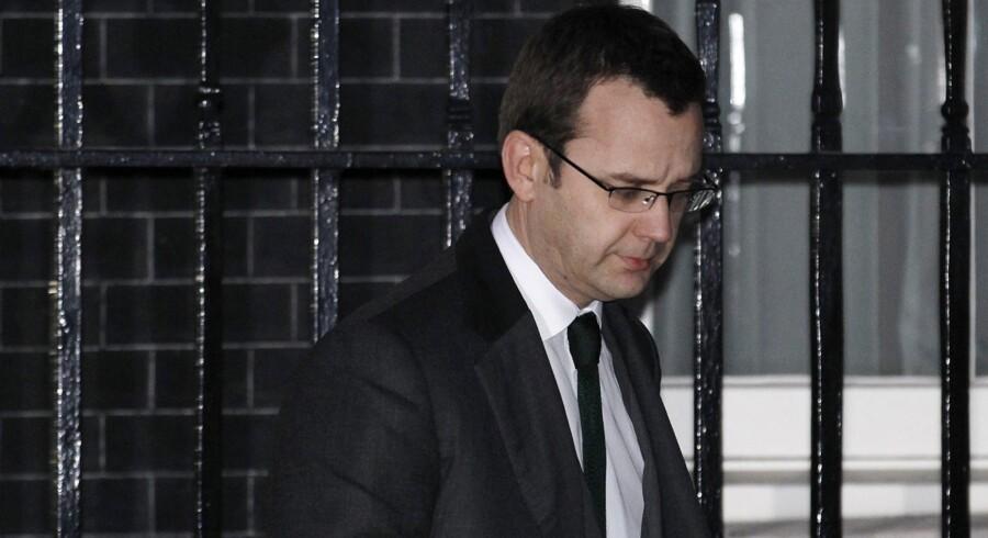 Andrew Coulson må forlade Downing Street 10 på grund af en flere år gammel hackerskandale.